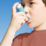 BJ34CN Boy using Inhaler for asthma